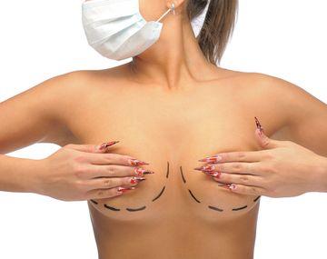 В каких случаях нужна замена или удаление грудных имплантов?